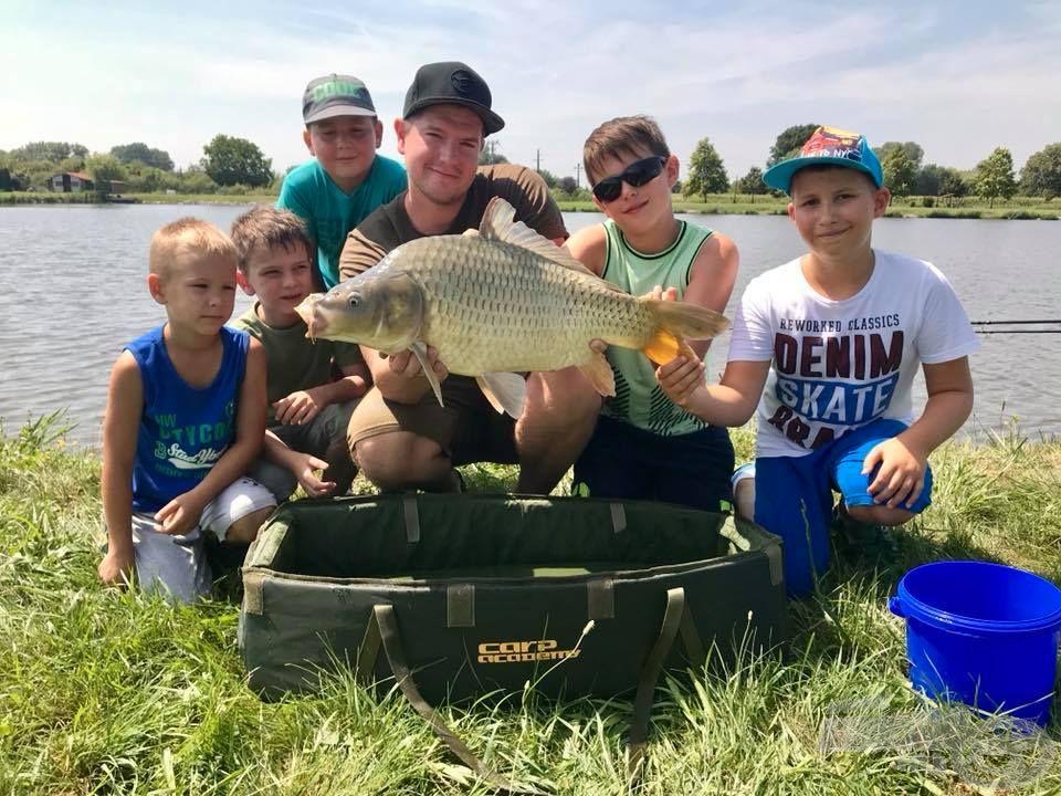 … míg a nagypontyos horgászat iránt érdeklődők Rokolya Pétertől tanulhatnak!
