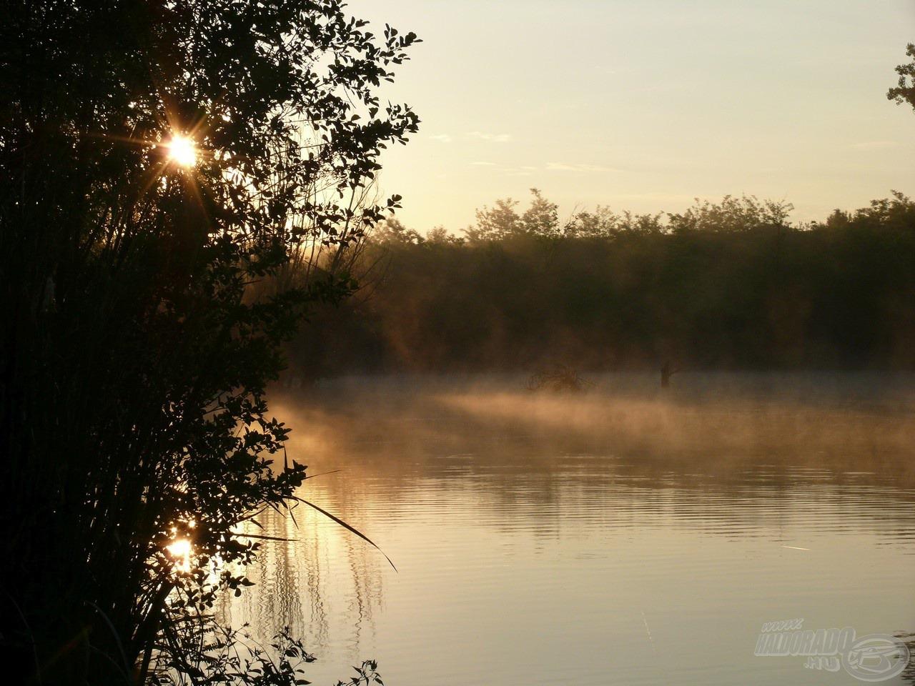 Csodálatos reggeli látkép a tóról