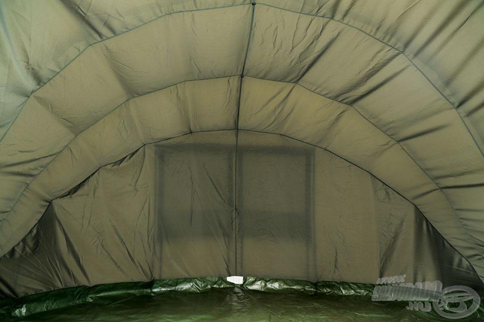 Jól látszik a képen, hogy ez a sátor hatalmas