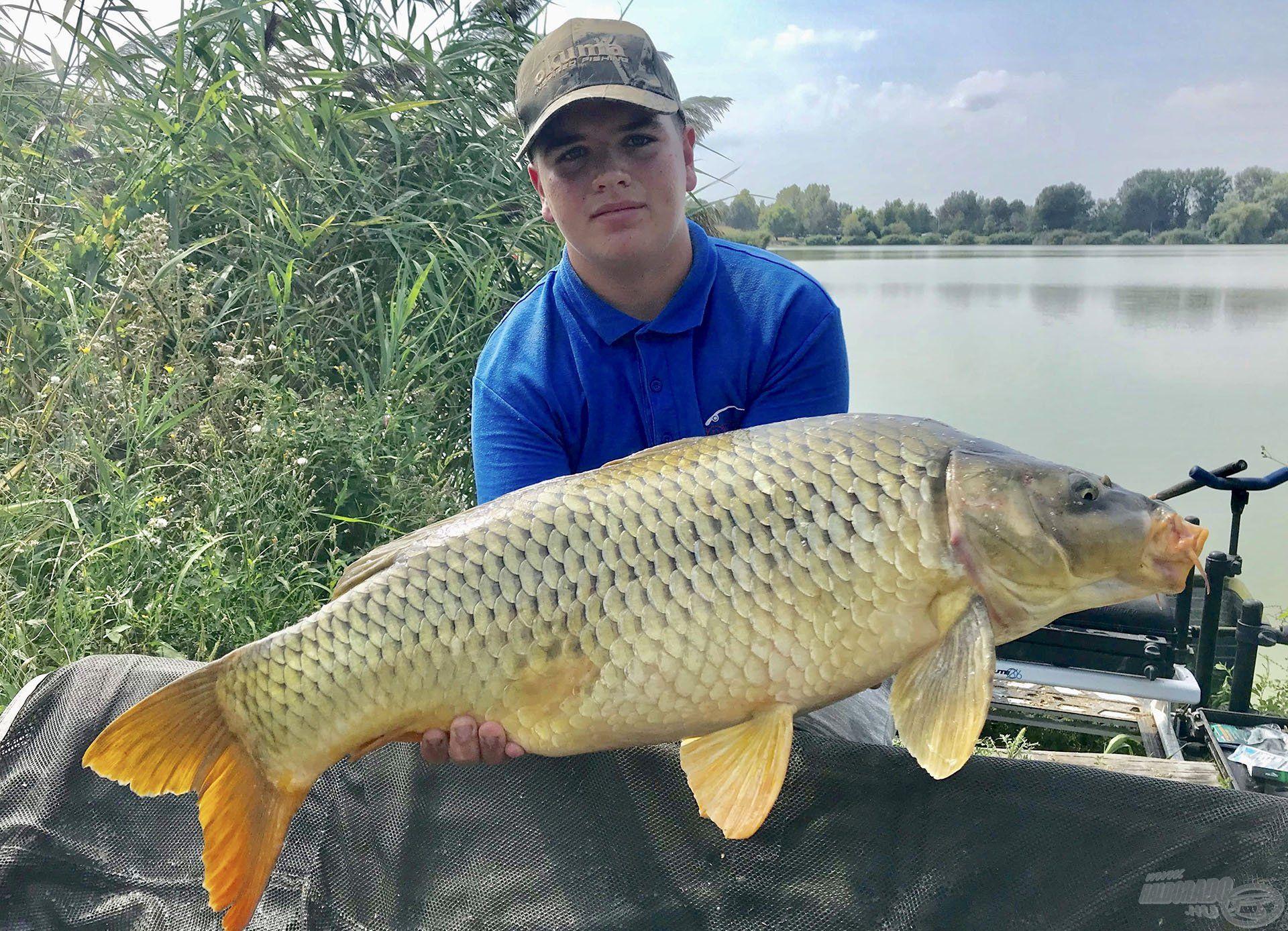 A nap hala egy 9.465 g-os tőponty lett, amelyet a mezőny egyik legfiatalabb, de annál ügyesebb versenyzője, Győri Adrián segített a partra