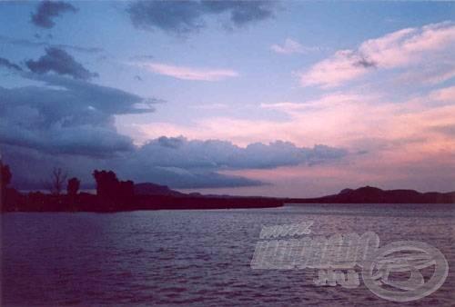 Az öböl vihar előtt, háttérben a Szigligeti várral