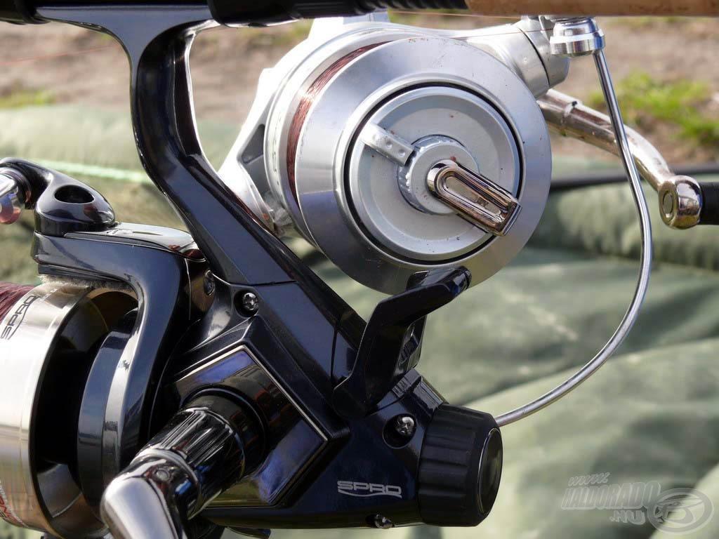 A különbség a nyeletőfék-rendszerben van. A SPRO Super Long Cast LCS 555 hagyományos első fékes + hátsó nyeletőfékes orsó…