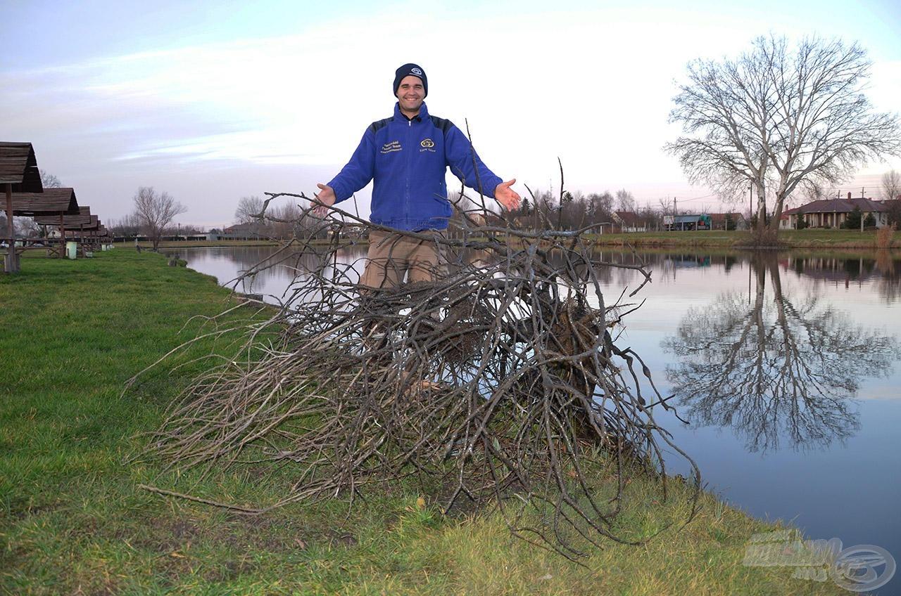 Sipi nemcsak a pontyokkal, hanem a tóban található egyetlen akadóval is sikeresen megküzdött :)!