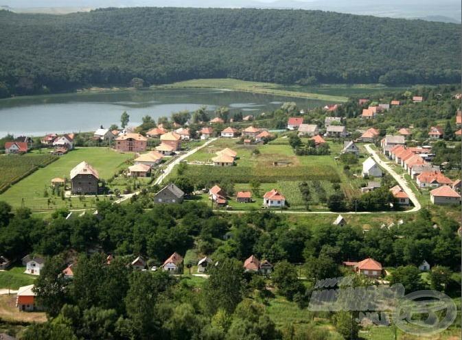 Harsány gyönyörű kis falu, amelynek határában, a Bükk lábainál található a tó (forrás: www.harsany-park.hu)