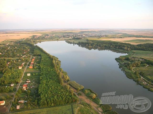 Palotási-víztározó légi felvétele (forrás: www.palotasito.com)