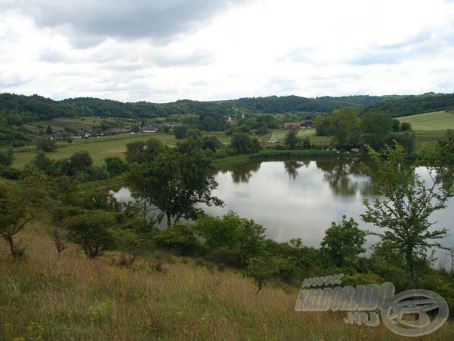 Körbeöleli a természet Miszlát (forrás: www.miszlai-to.hu)
