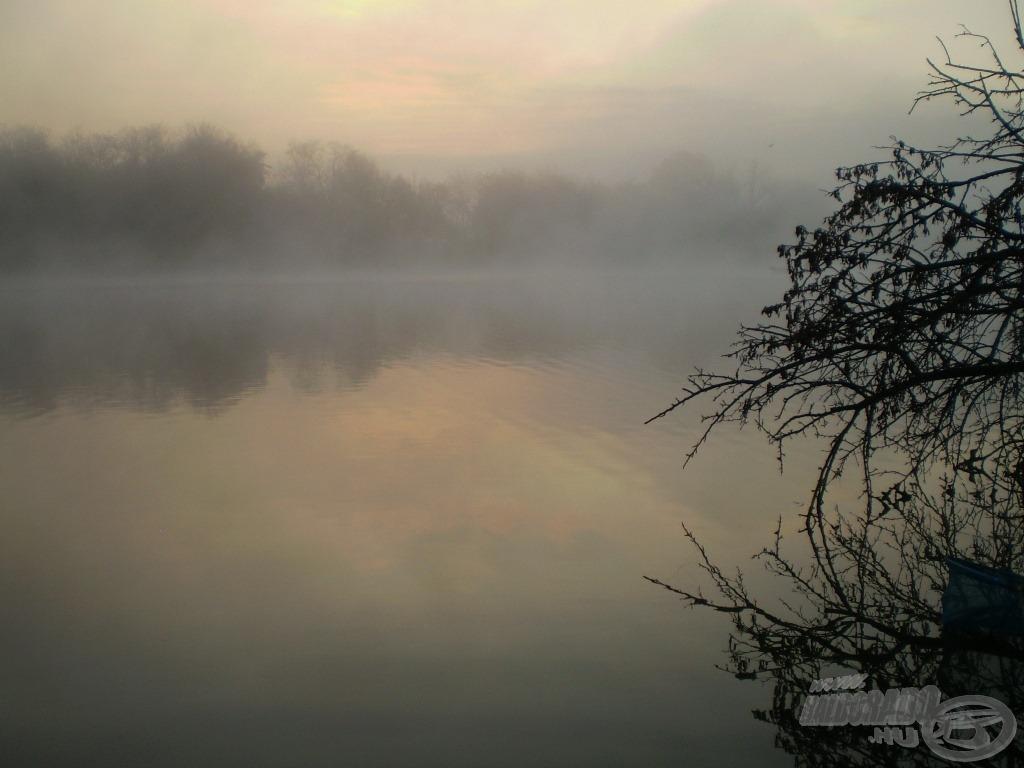 Ködös, hűvös napkelte