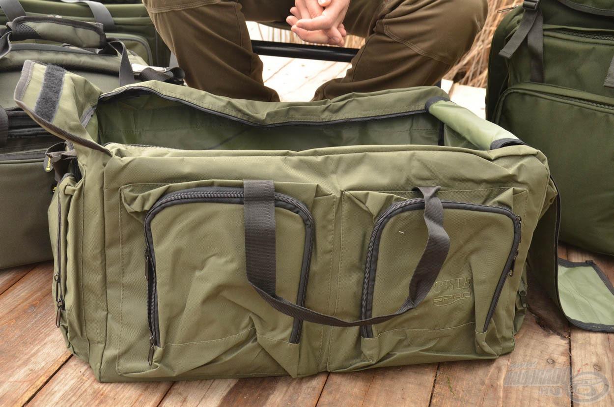A táska erős, masszív anyagból készül