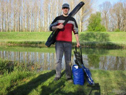 Horgászat egy kerékpárnyi felszereléssel