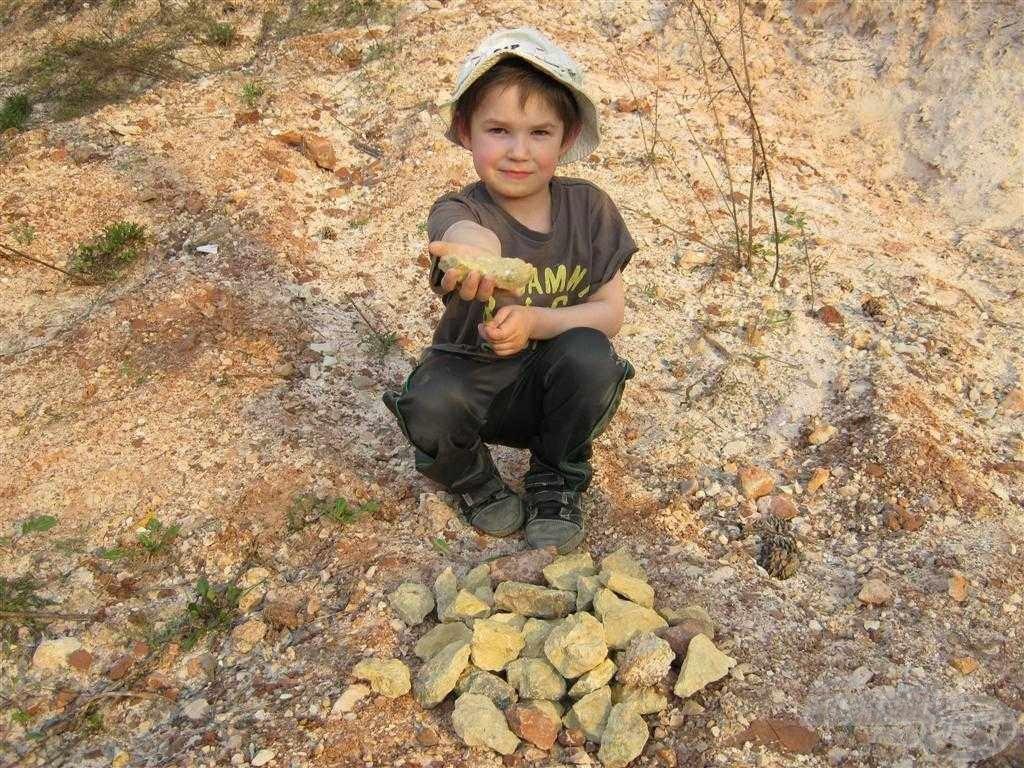 Fiammal elmentünk követ gyűjteni, mert annyi ólmot, kosarat vesztettem a tavasz folyamán, hogy az már abszolút nem volt pénztárcabarát. Ez sem segített rajtam