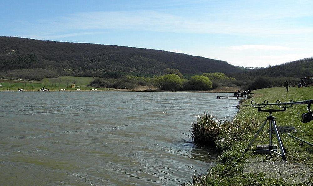 Csendes, békés tó a Cserhát lábánál