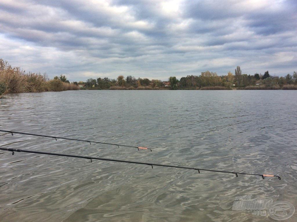 Szinte üres volt a tó, ennek ellenére szerelékeim bevetve várták a tó lakóit