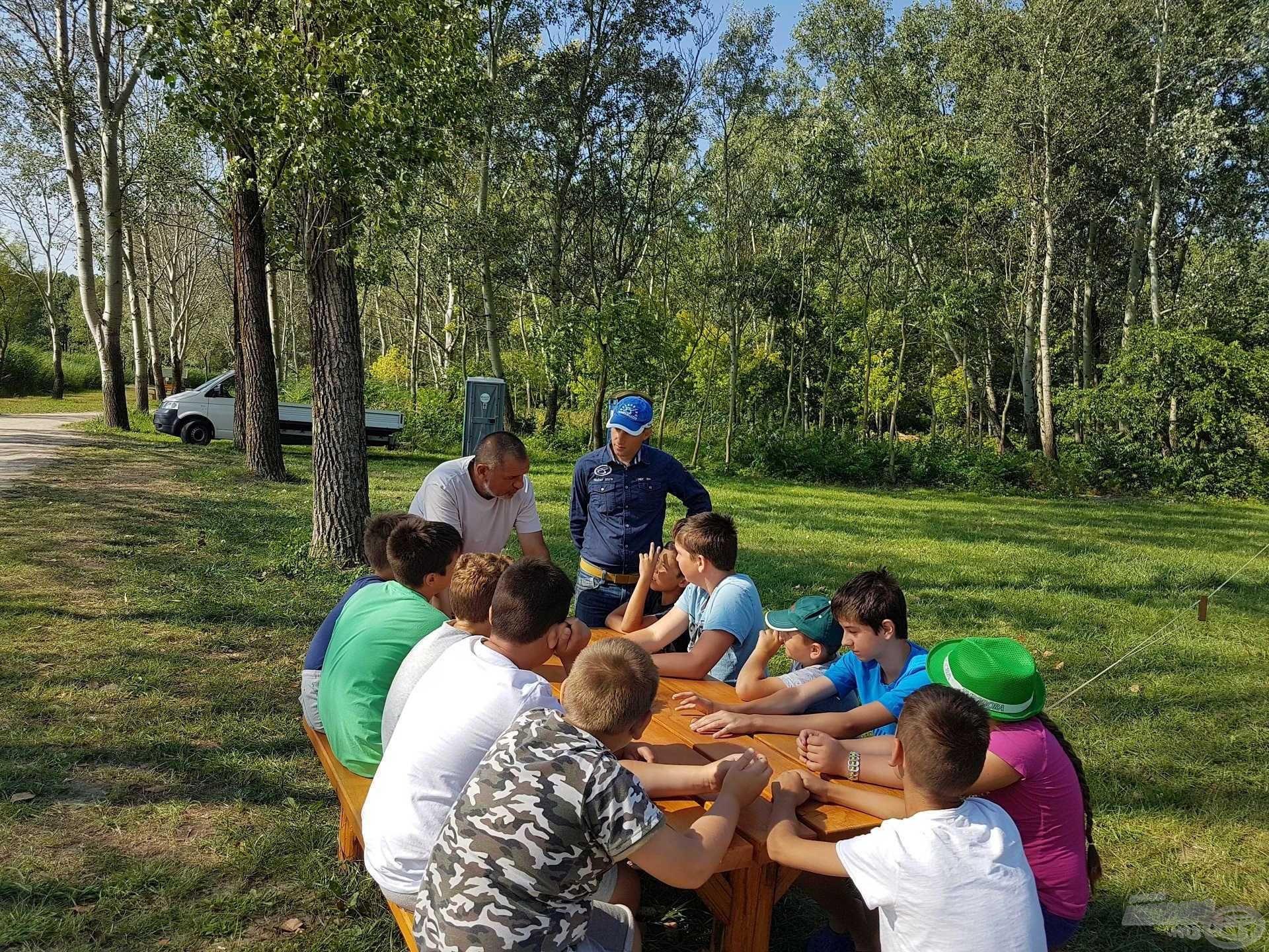 Az utolsó napon Józsi a halból készíthető különféle ételekről szólt néhány szót, majd a verseny szabályait ismertettük