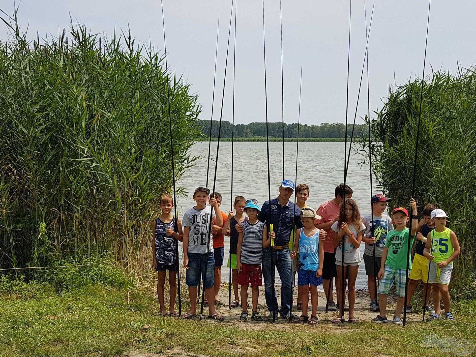 Csapatunk készen áll, kezdődhet a horgászat!