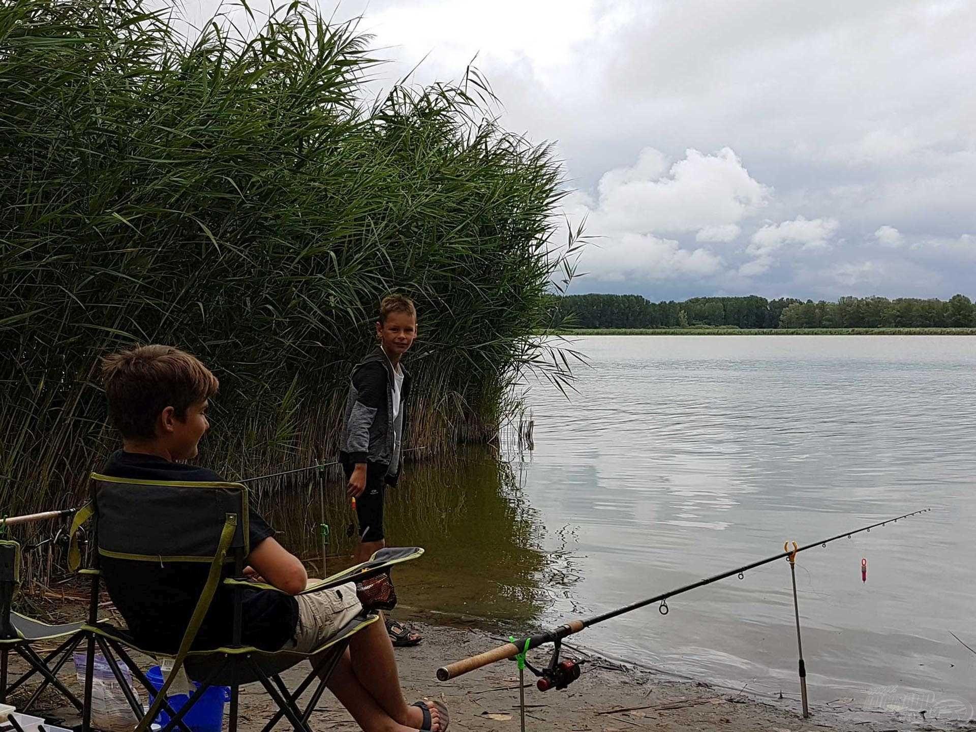 Kellemetlen, hűvös idő köszöntött ránk, de az ebéd után elállt az eső, így szerencsére tudtunk egy kicsit horgászni is