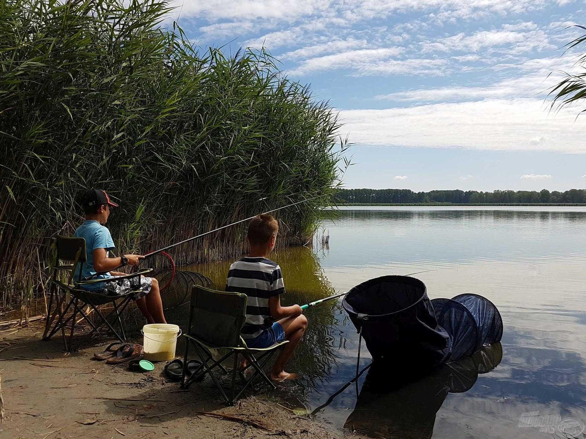 Megkezdődött a horgászverseny, hajrá fiúk…