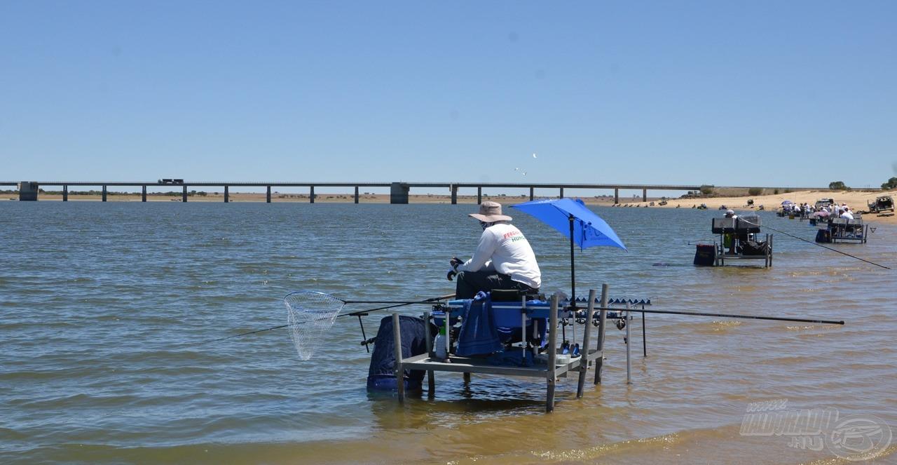 Felsorakoztak a horgászaink a stégeken, az edzésen egy-egy ötös, hatos csoportban horgászott minden ország