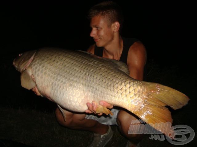14,40 kg-os bajuszos