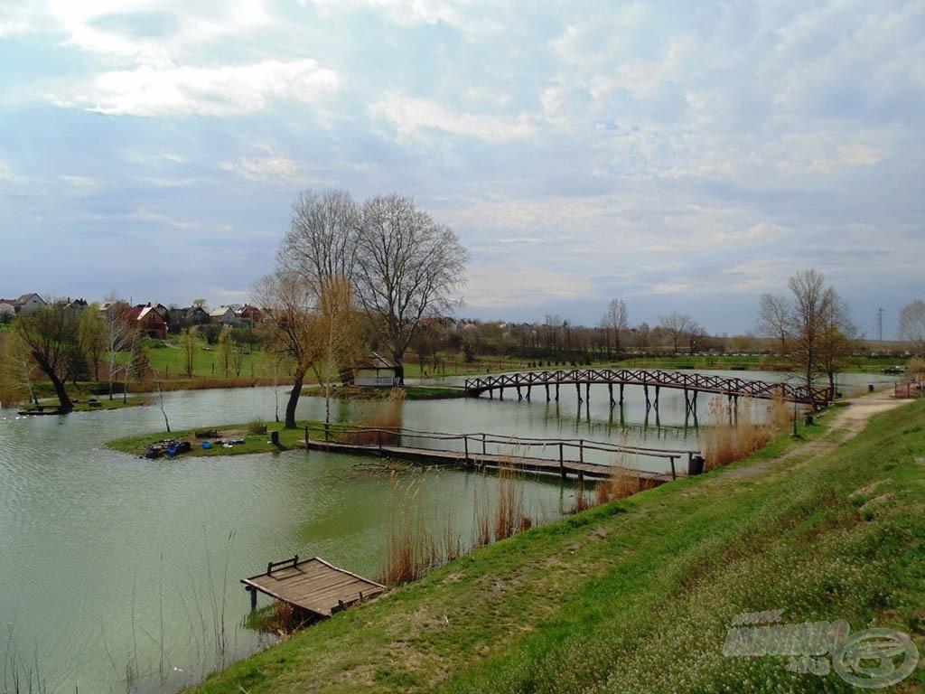 A tó látképe a kilátóból