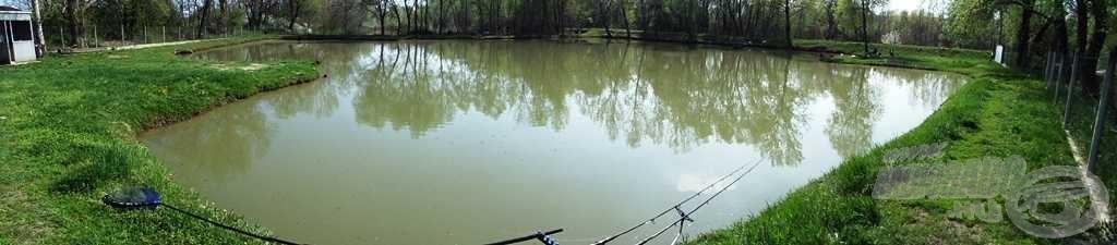 Az extra tó panorámaképe
