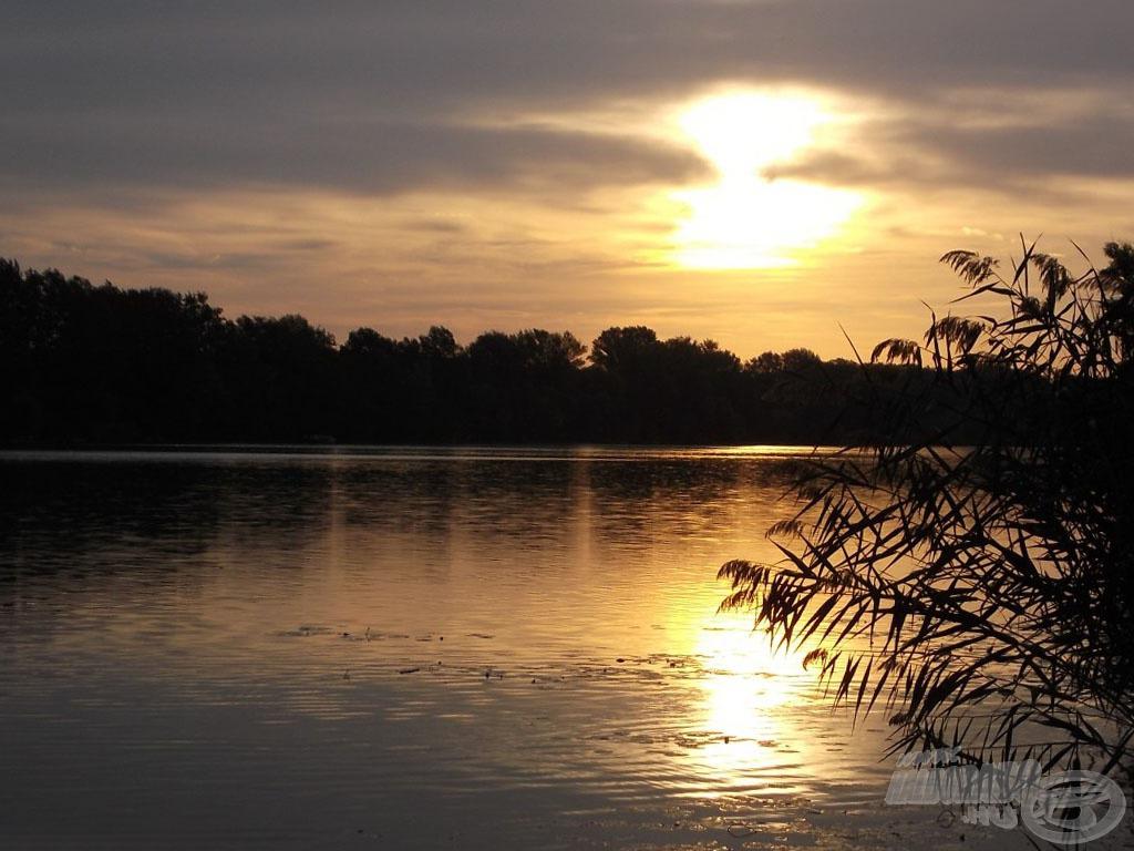 Hatalmas, vadregényes vízterület és csodaszép környezet várja az ide érkező horgászokat