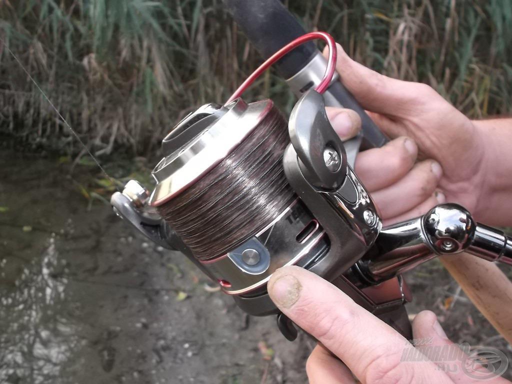 A pontos horgászat érdekében kiakasztottam a zsinórt a klipszbe…