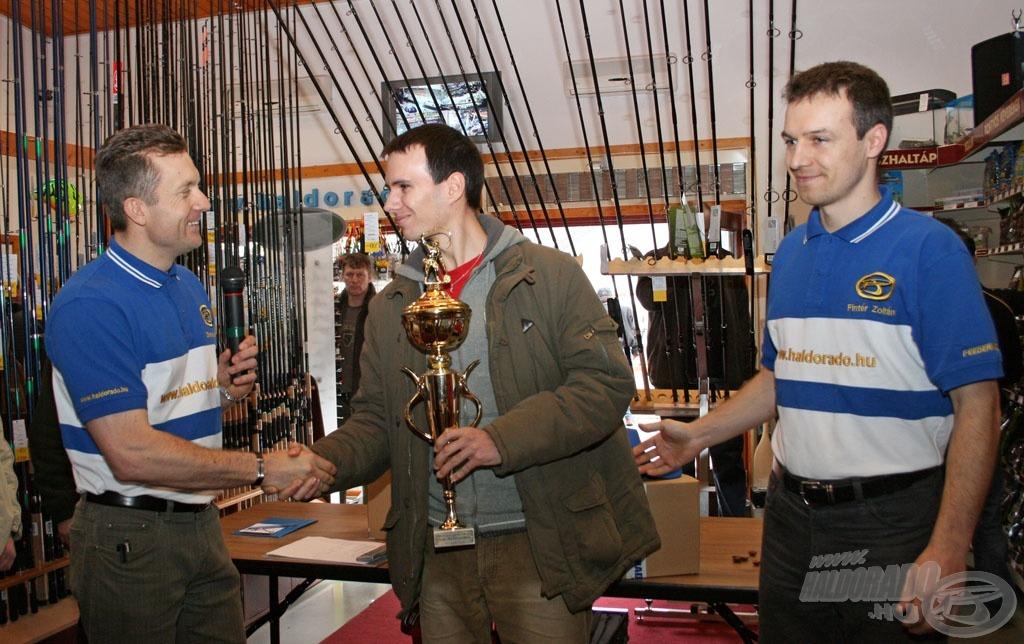 Itt fogjuk átadni a 2009. év legszebb fogásai díjakat a két általatok választott győztesnek, Endrődy Balázsnak és Bokán Rolandnak