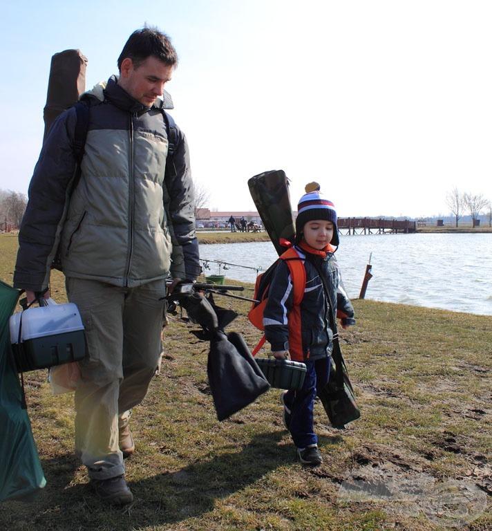 A jövő nemzedéke is horgászni indult, dicséretes, hogy ilyen korán horgászatra nevelik a picurt