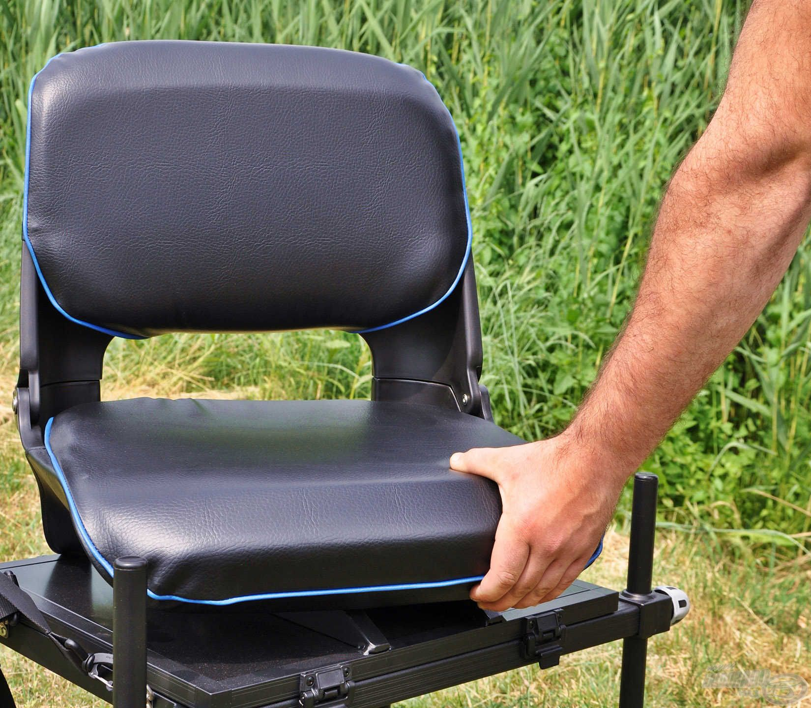 … amely lehetővé teszi, hogy a kényelmes ülőke bármely oldal felé 360 fokban elforduljon