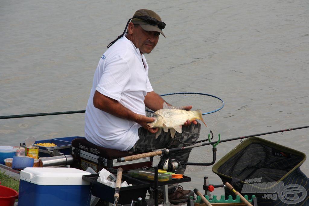 Tegnap jót horgásztak a Falusi Feeder Team versenyzői. Vajon mai is sikerül?