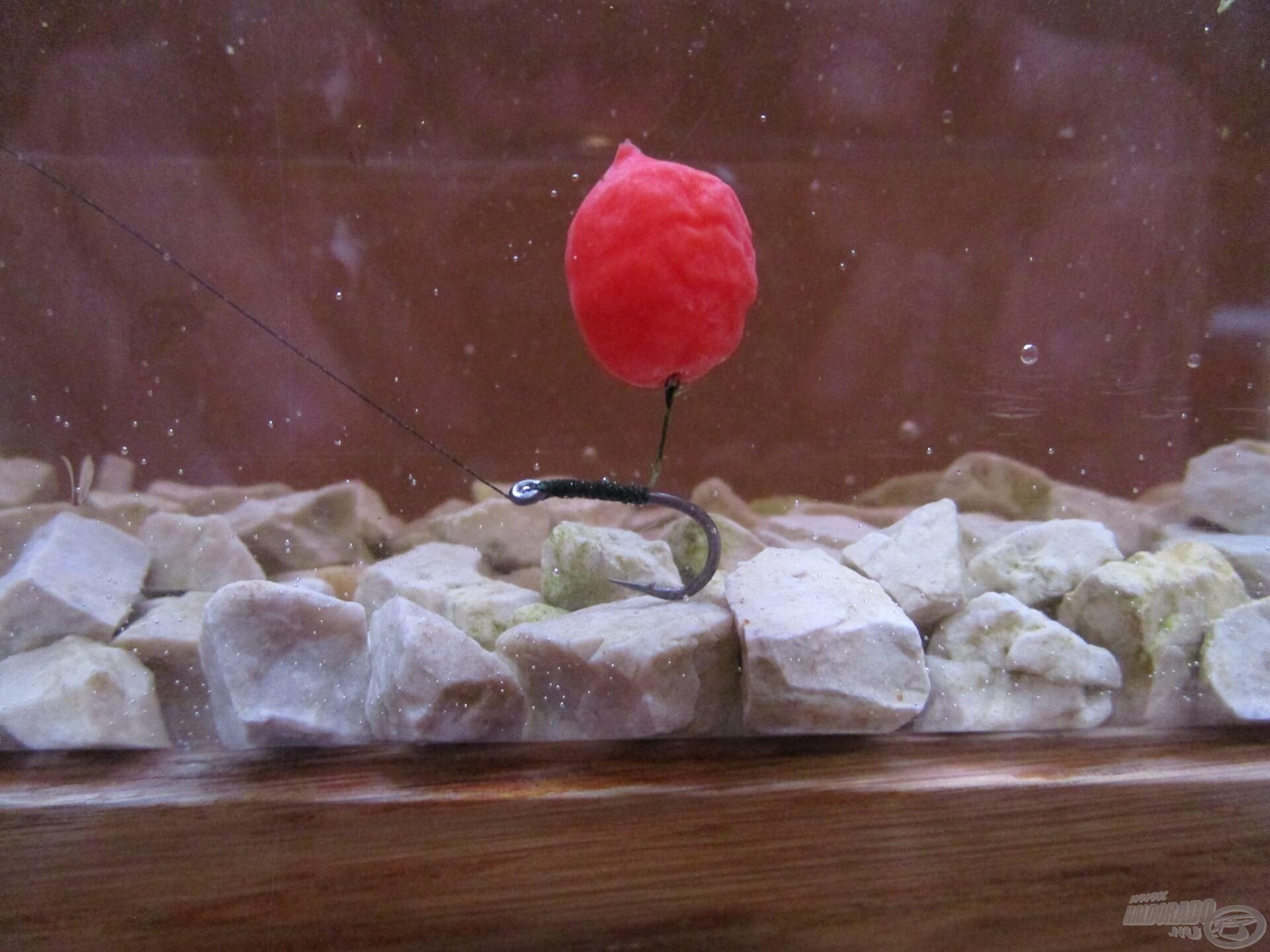 A nehezebb, 8-as méretű Korum Specimen horgot is jól kikönnyíti ez az imitáció