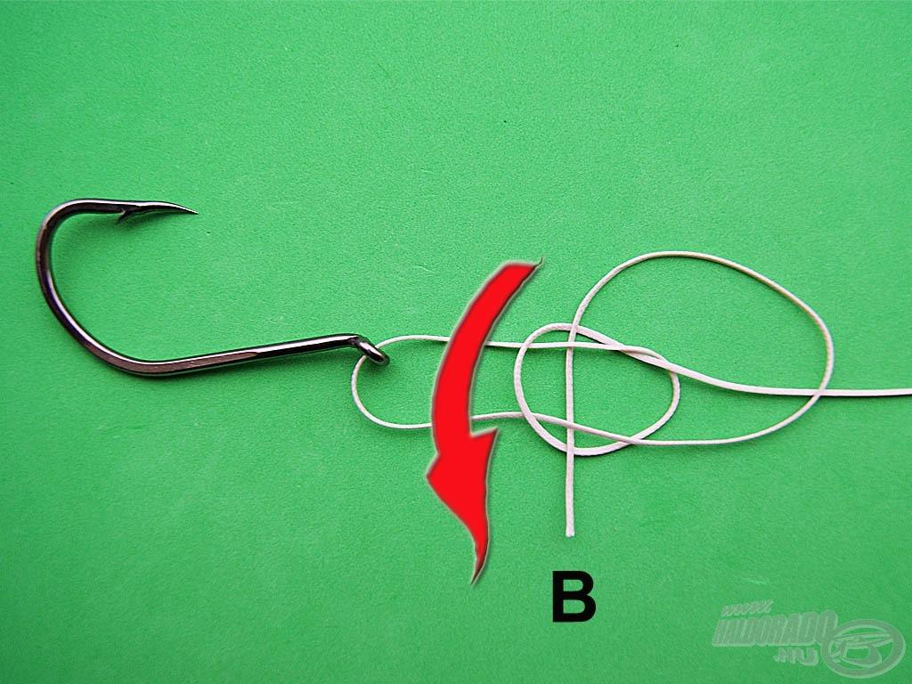 """Bújtassuk az előbb összenyomott két szálrész alá a """"B"""" szálat, majd húzzuk össze a kötést"""