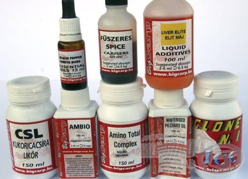 Rengeteg, szinte nélkülözhetetlen folyékony összetevőt lehet még a bojli alapanyagai közé bevenni. Téliesített olaj, aminosavak, illóolajok, aromák, étvágygerjesztő stimulátorok sem maradhatnak ki egy fogós bojliból