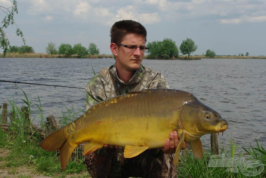 Az egyik hal súlya 9,30 kg…