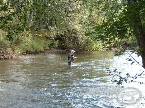 A Vág folyó egy részlete a versenyzővel