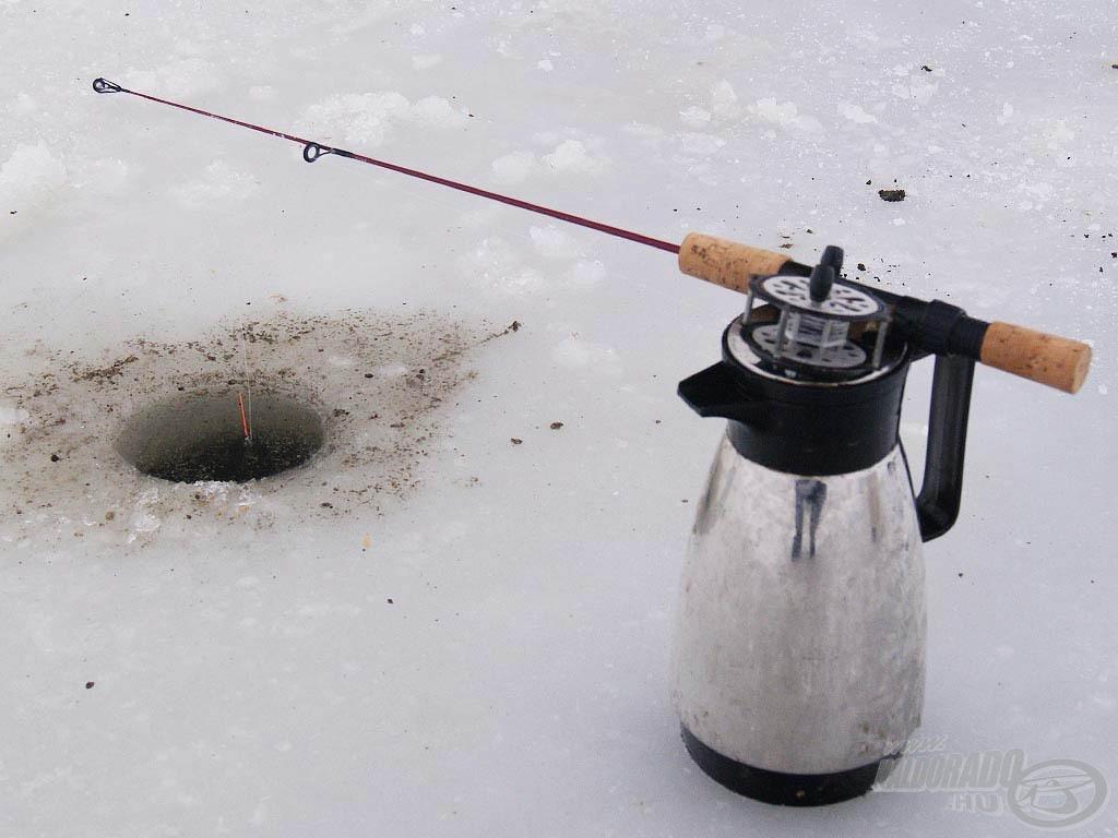 Termoszon pihenő botommal a zsinór jéghez fagyását is elkerülöm