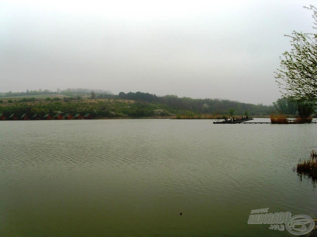 A Tata és Agostyán között elterülő Római-tó