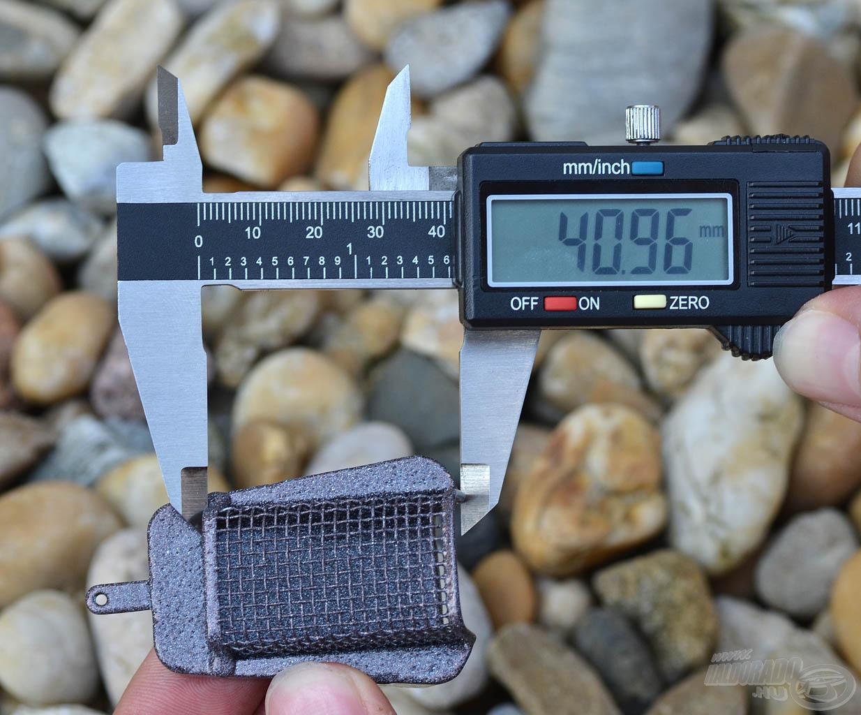… míg hosszúsága 41 mm