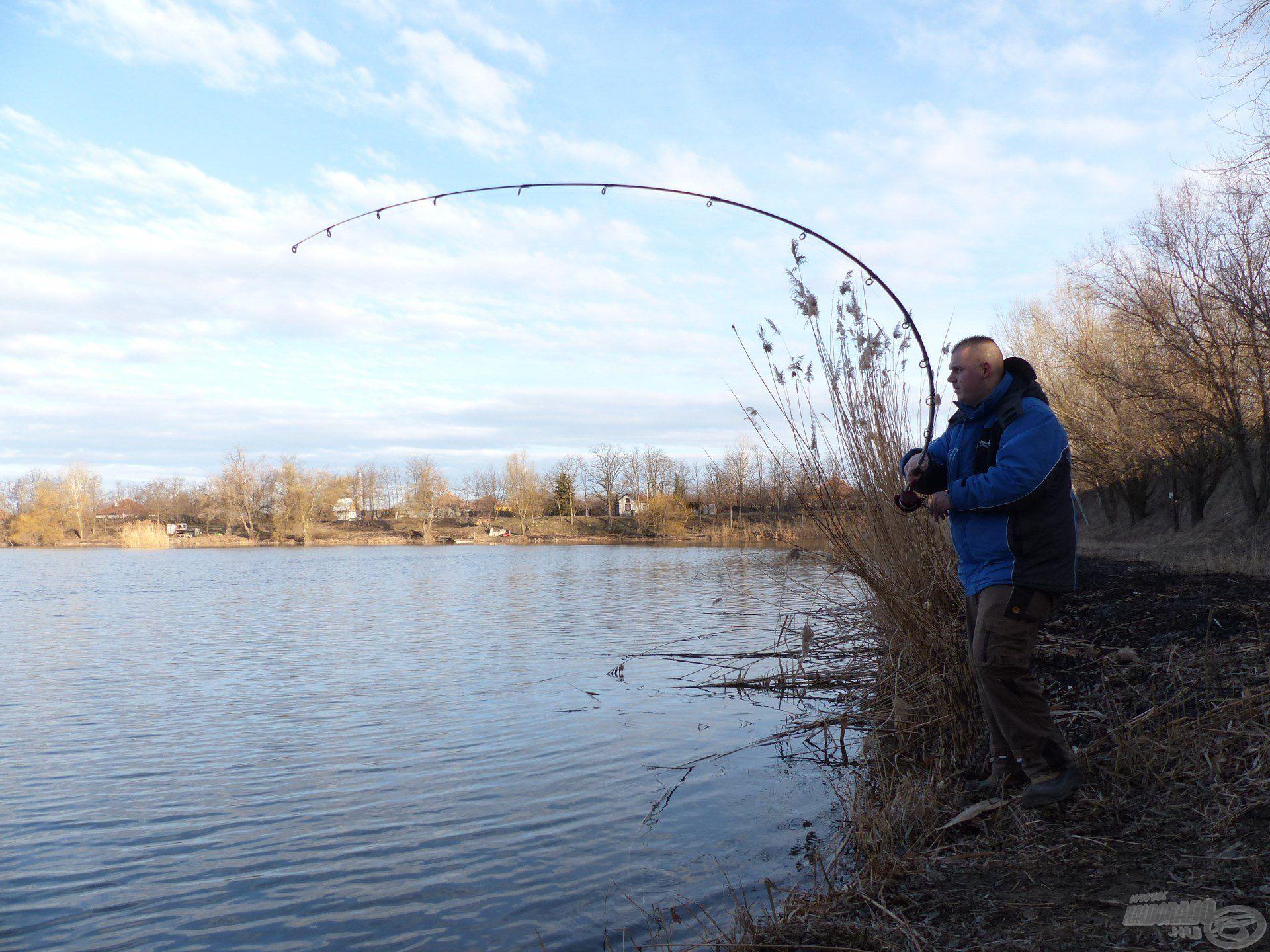 Jó horgászatnak ígérkezett ez a nap, gyorsan érkezett az első jelentkező…