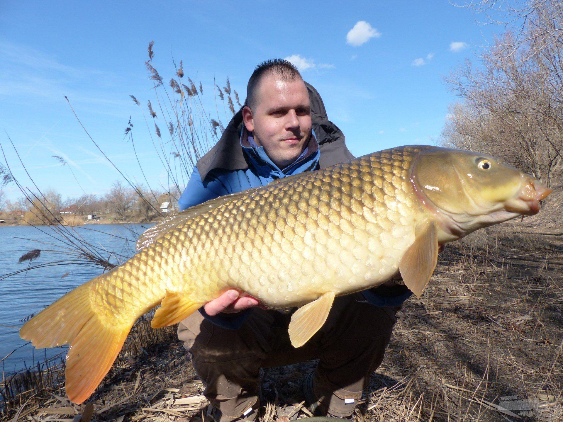 … a kora tavaszi időszakban a termetes halak is szívesebben veszik fel az apró méretű csalikat