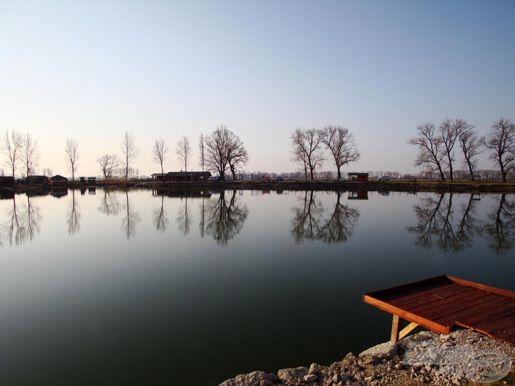 A horgásztó reggel 7 órakor