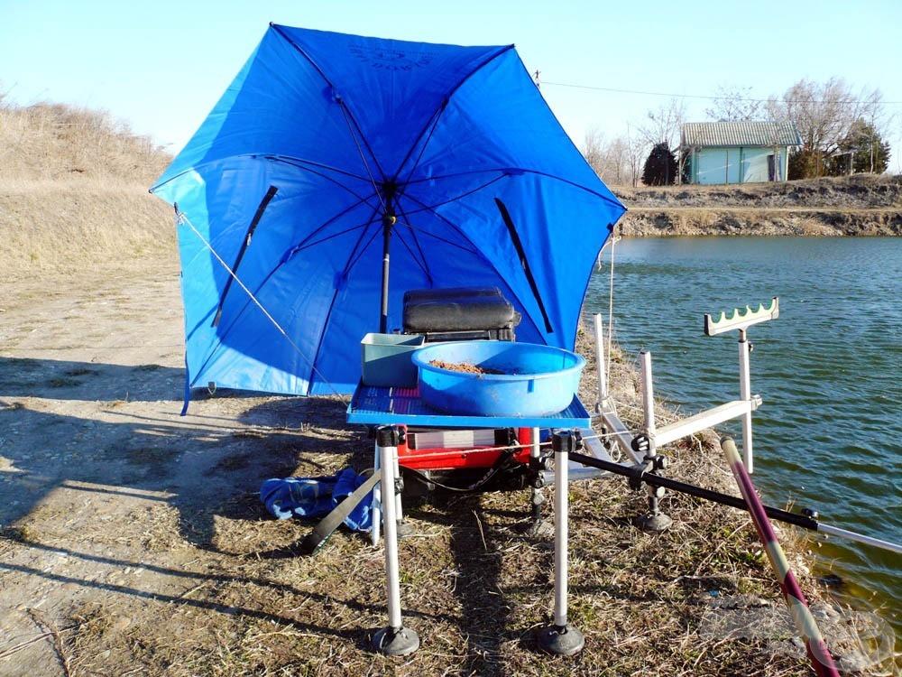 Bizony, erősen ki kell kötözni a szélfogónak szánt ernyőt