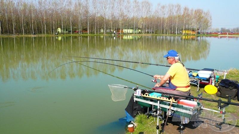 Sanyi matchbottal horgászott, én a jobbján rakóssal üldöztem a halakat