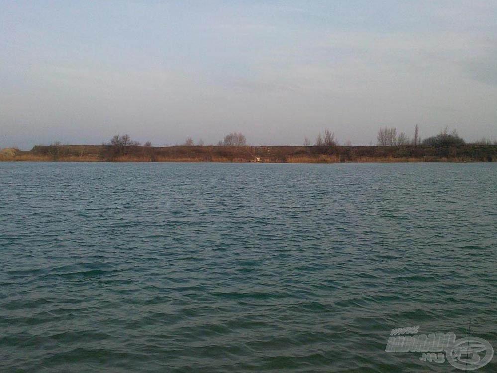 Az állásunk a tó túloldaláról
