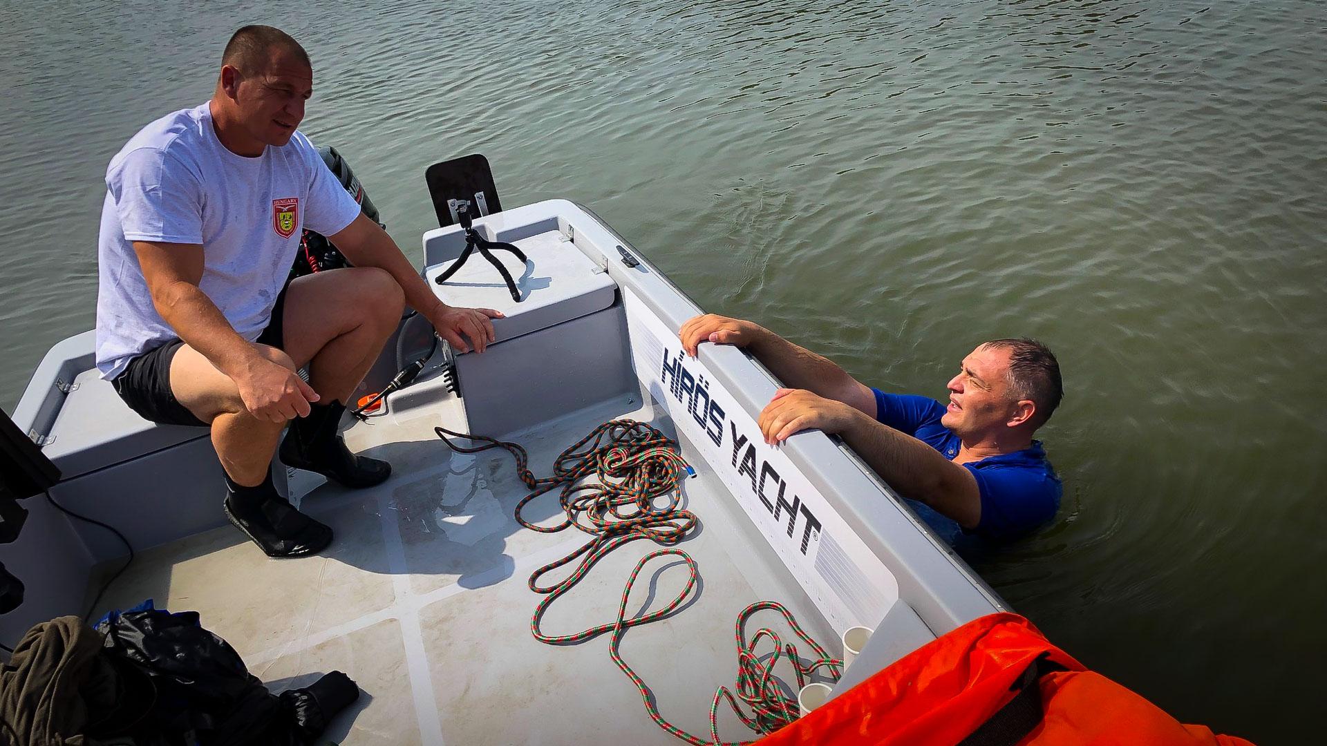 Ekkor mondták a mentő szakemberek, hogy ennyi idő alatt már kiértem volna biztonságosan a partra, de leöltözés közben a jéghideg vízben már kihűltem volna