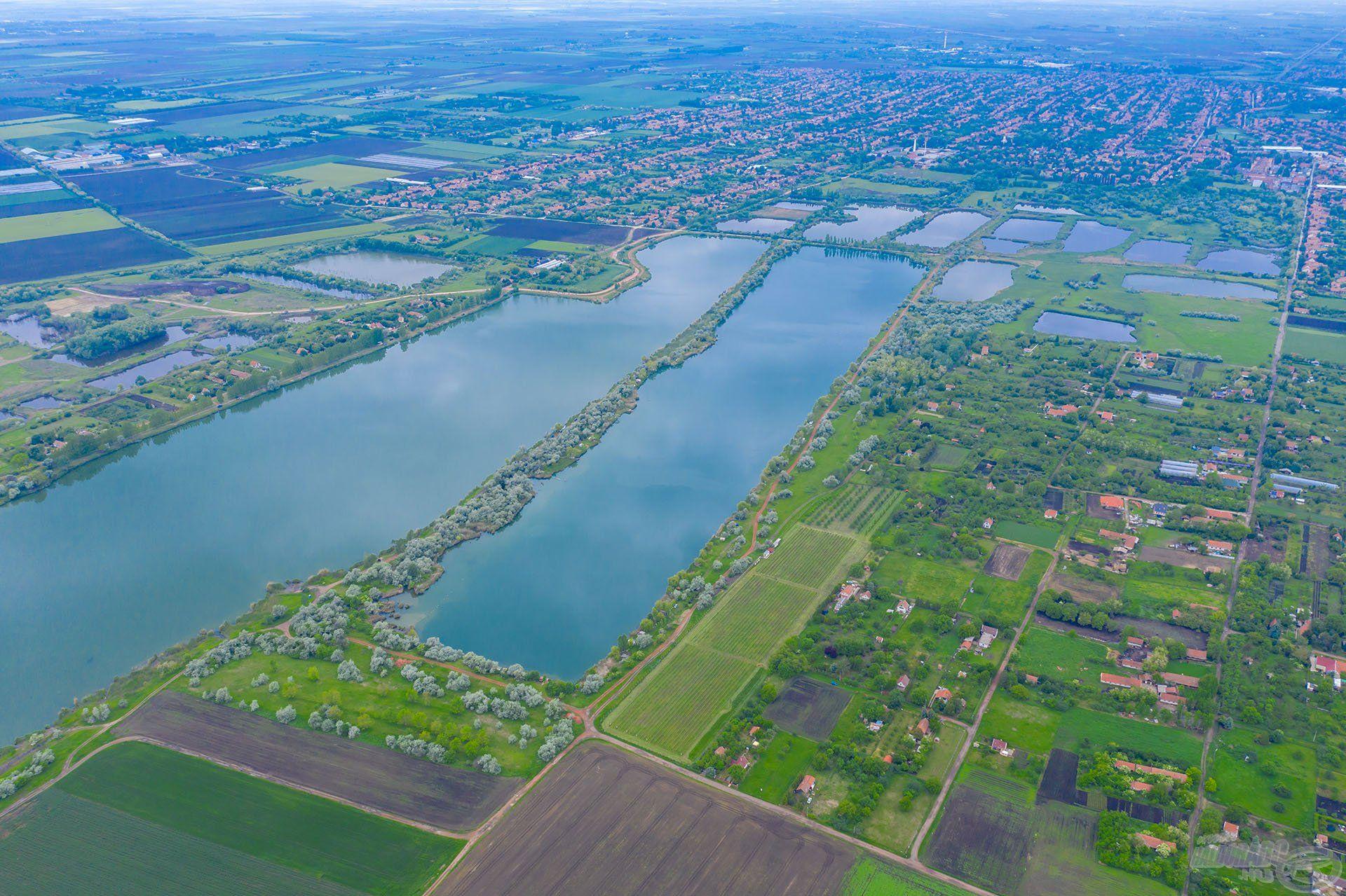 Békéscsaba a vizek városa, ameddig a szem ellát tó, tó és tó… 27 db tavat tudtam ezen a képen megszámolni, amelyek a valamikori agyagbányászat maradványai