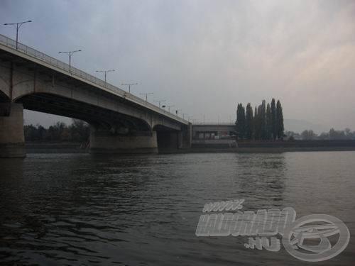 Alkonyodik az Árpád hídnál