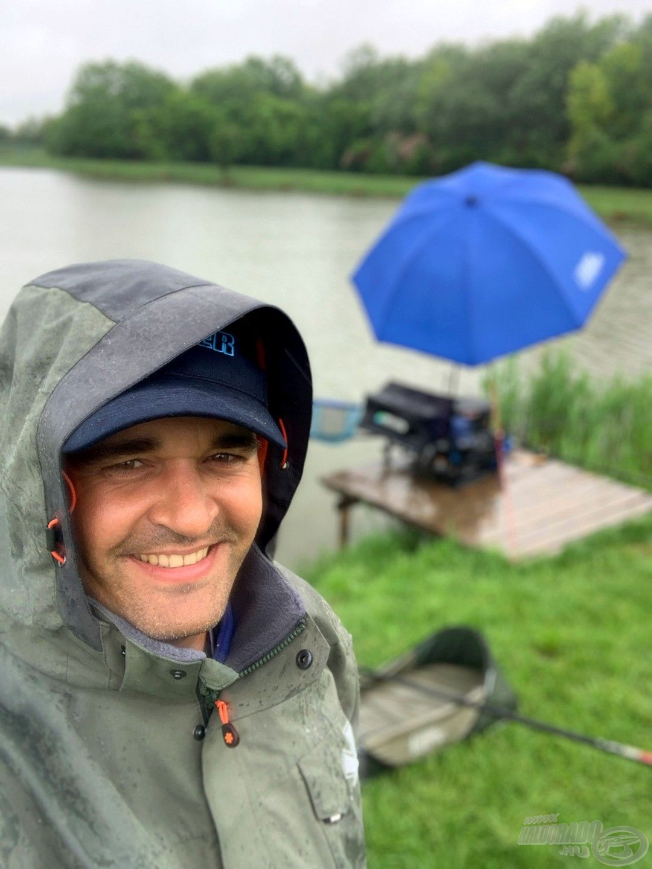 Nemcsak az edzésnapokon, de a versenynapokon is gyakran esett az eső