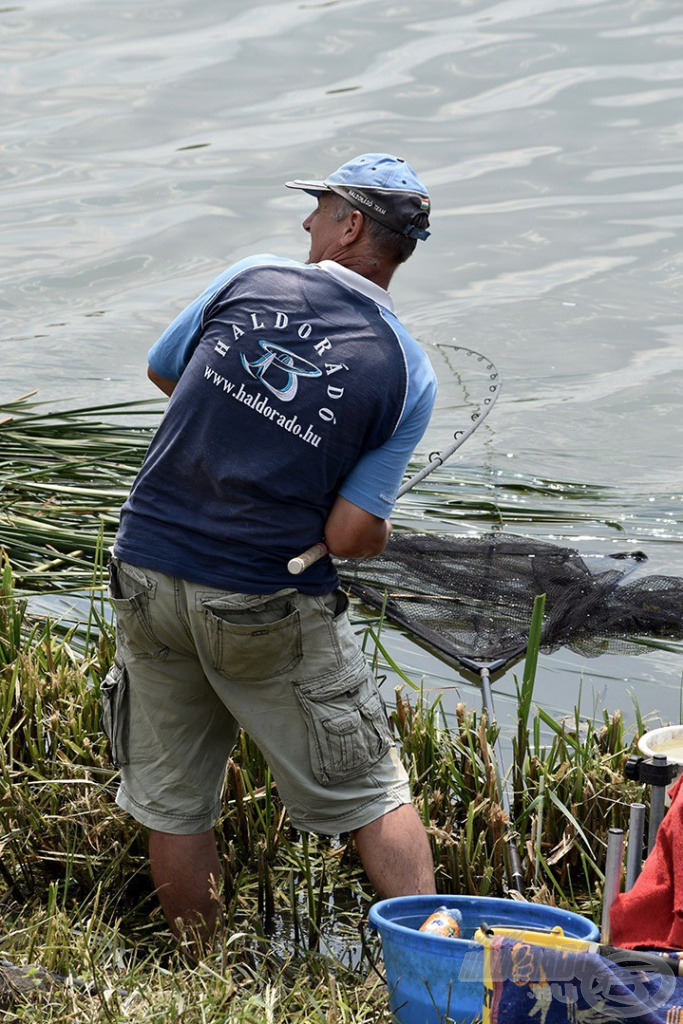 Sisa József csapattársunk nagyszerűen szerepelt minkét versenyen és hatalmas halakkal küzdött