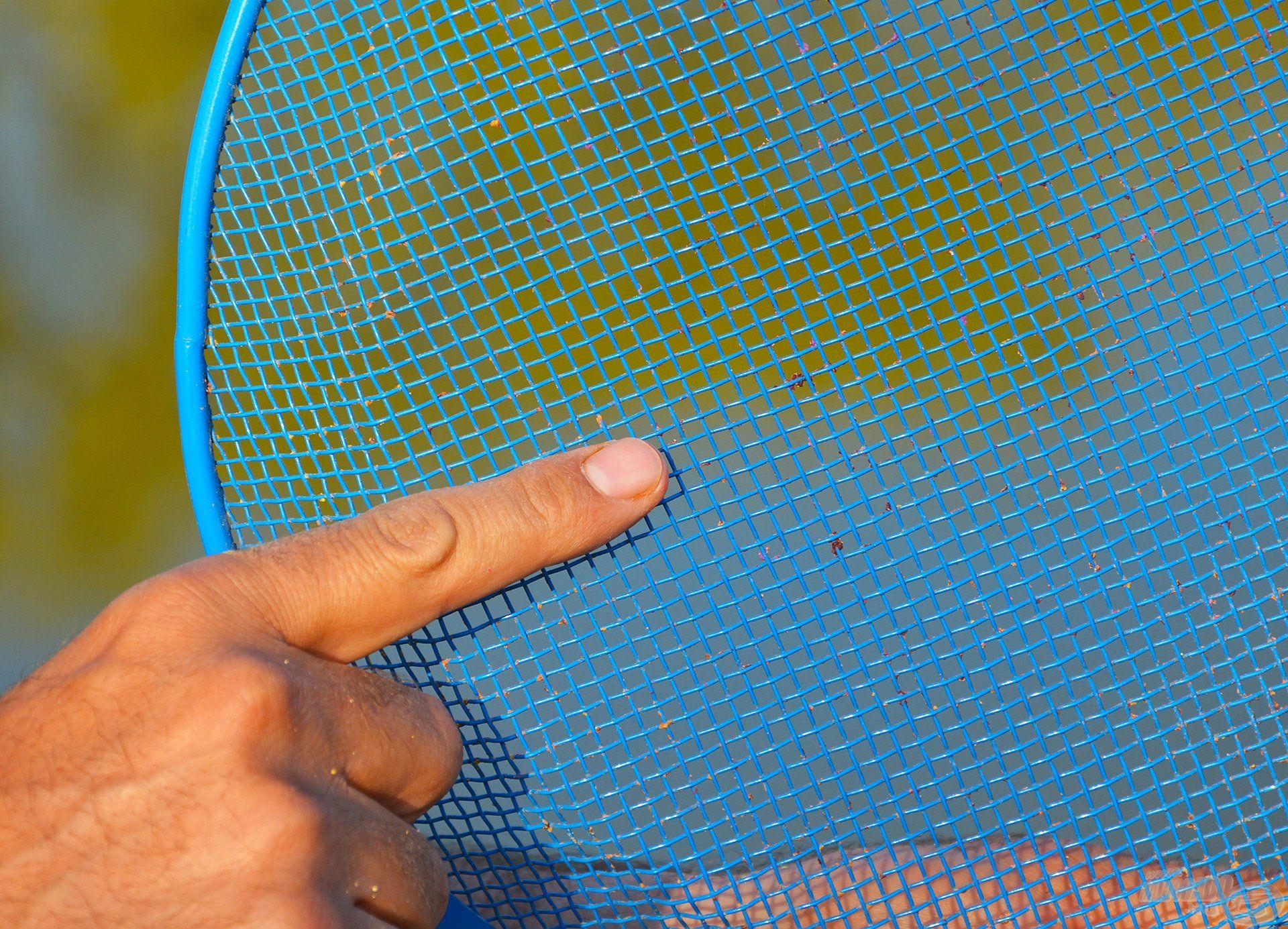 A 3,8 mm-es lyukbőségű rosta tökéletesen megfelel a method keverékek homogenizálásához